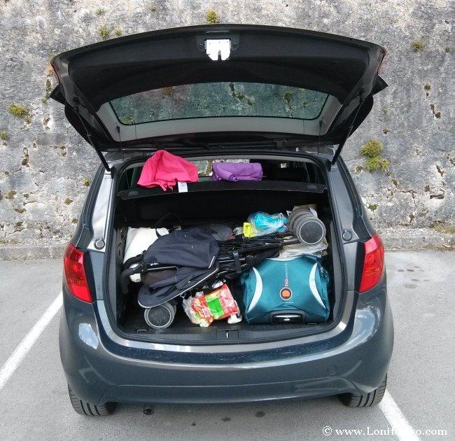 Organizar el equipaje y los bártulos en un viaje en coche con niños