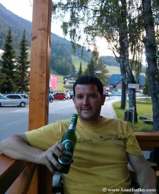 La primera cerveza eslovena, premio a un largo día de trayecto