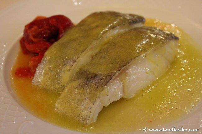 Lomos de bacalao con pimientos rojos