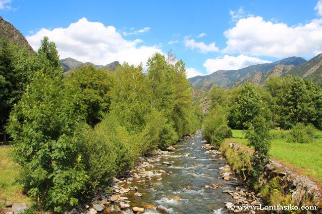 Río Noguera de Vallferrera, paisaje de postal