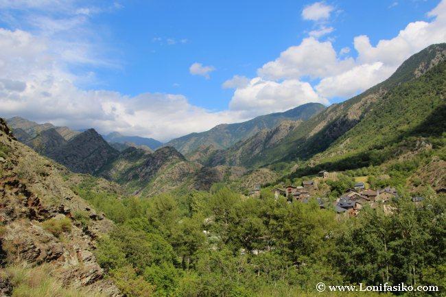Vistas sobre la Vall Ferrera y Alins desde lo alto de la Torre de les Bruixes