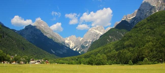Valle del río Koritnica, camino al Passo del Predil, en los Alpes Julianos
