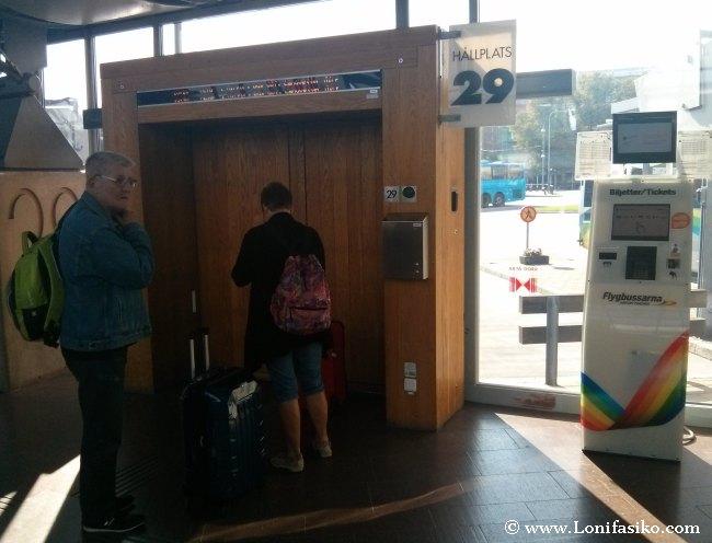 Puertas de acceso a los autobuses en la terminal Nils Ericson de Göteborg