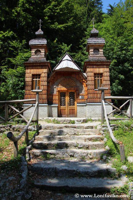 Ruska Kapelica, en el ascenso al puerto de montaña o paso de Vršic