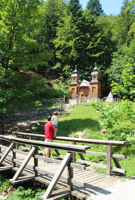 Ruska Kapelica es un monumento que honra a los soldados rusos prisioneros muertos en una avalancha