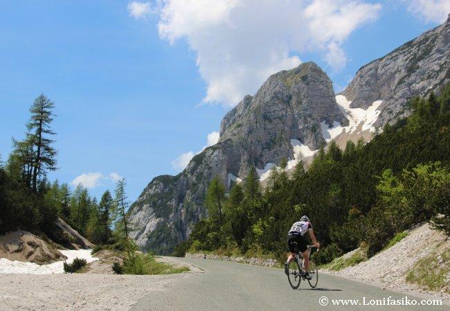 El paso de Vršic es muy frecuentado por aficionados al ciclismo