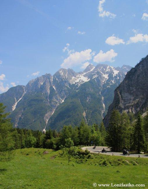 Parajes alpinos por los que discurre la carretera de ascenso al Paso Vršič