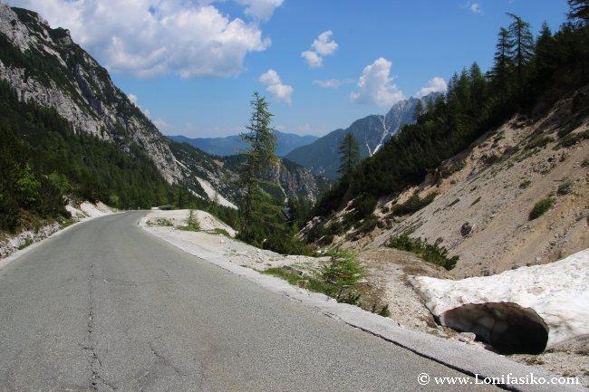 Último tramo de la carretera que asciende al mítico Paso Vršic, en los Alpes Julianos