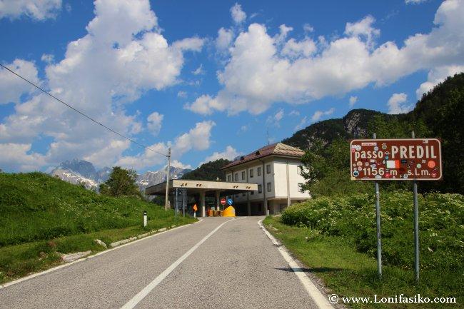 Passo del Predil, frontera entre Italia y Eslovenia en los Alpes Julianos