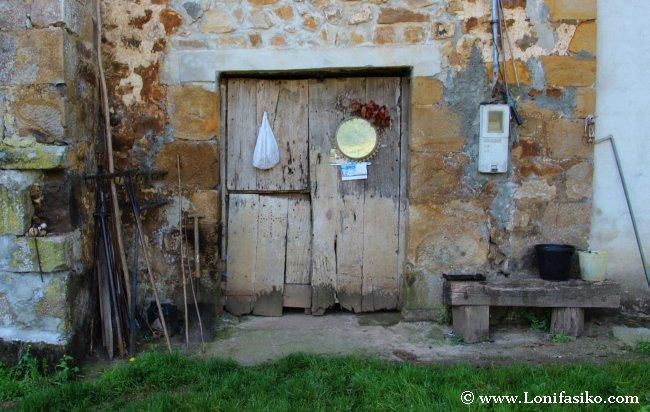 Curiosa estampa del típico antiguo caserío vasco