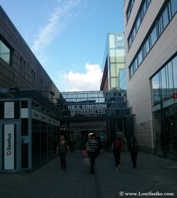 Entrada a la terminal de autobuses y trenes Nils Ericson