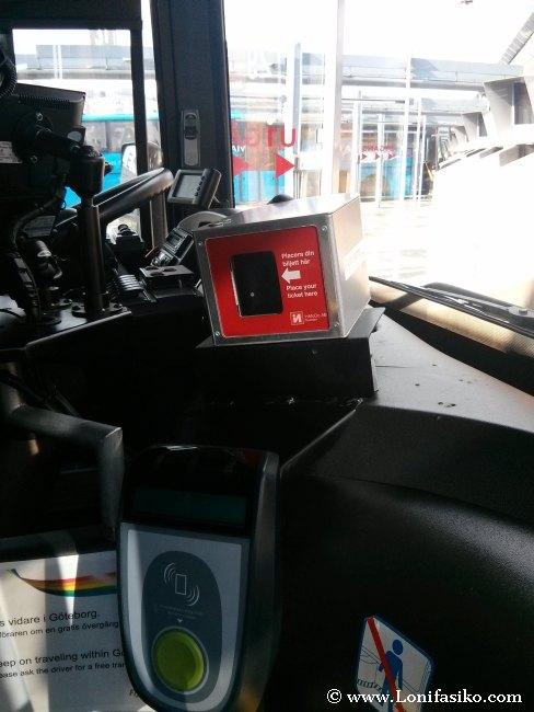 Lector de código QR en el propio autobús