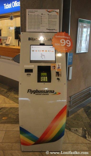 Máquina para compra de tickets de autobús de Flygbussarna en el aeropuerto