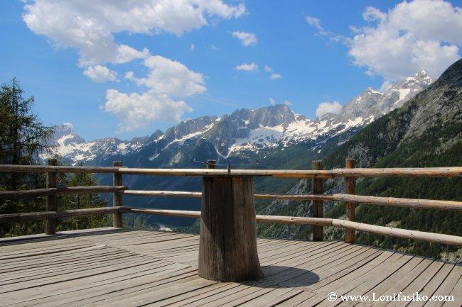 Mirador en el Parque Nacional del Triglav