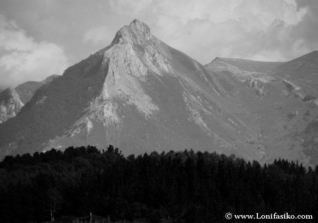 El monte Txindoki, rey indiscutible del Goierri