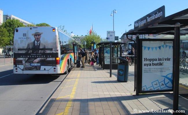 Parada de autobús en Nils Ericson Terminal, donde finaliza el autobús su recorrido