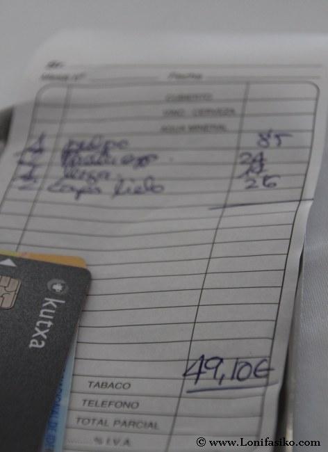 Pagar la cuenta de una comida