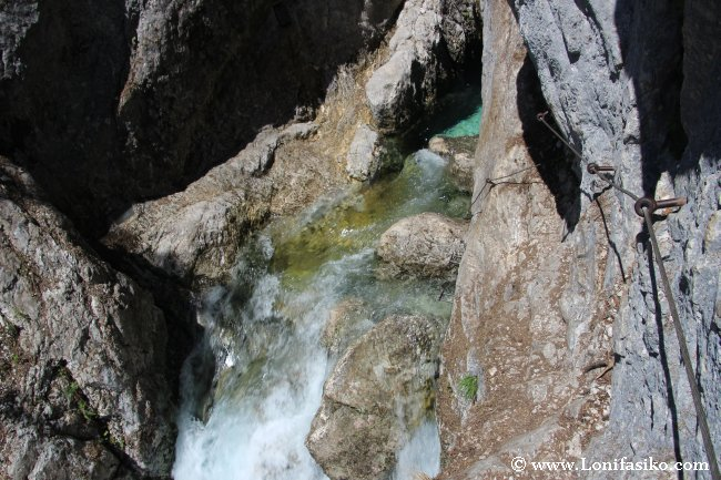 El último tramo de acceso al nacimiento del río Soča es complicado