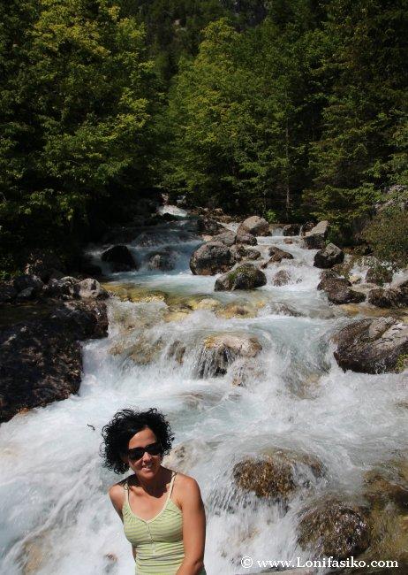 El turbulento y estruendoso río Soča