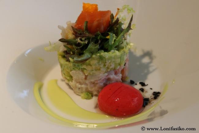 Taco de salmón ahumado y ensalada de langostino marinado