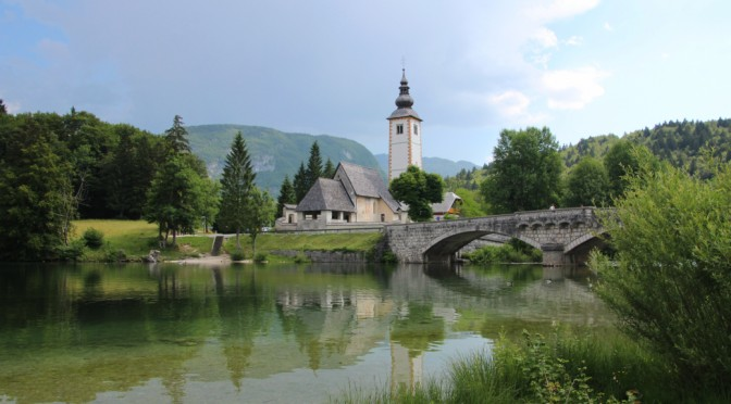 Lago Bohinj, un lago de postal en los Alpes Julianos