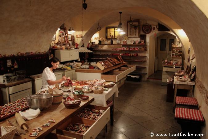 Museo-taller Lectar, artesanía y galletas de jengibre en forma de corazón