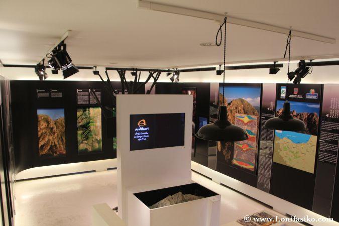 Interior del centro de interpretación de las mias de Arditurri