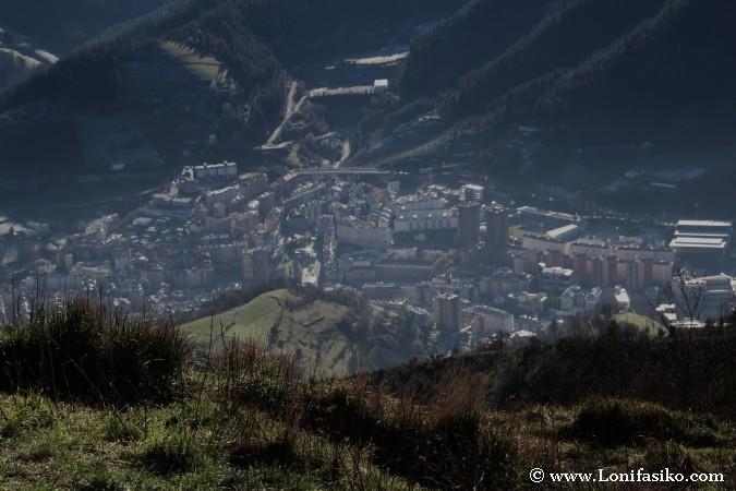 Eibar desde la cima del monte Urko