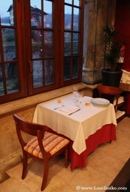 Mesa para dos en el comedor
