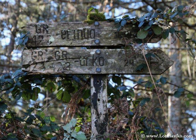 Señalización de subida al monte Urko