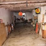 Curioso garaje en el centro del pueblo