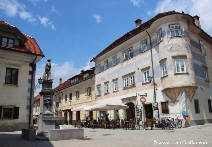 Edificios de arquitectura gótico tardía y renacentista