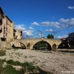 El característico puente sobre el río Matarranya