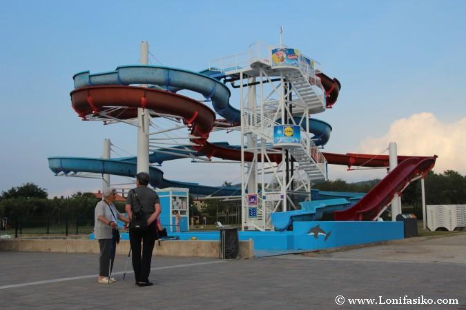 Pequeño atracción tipo aquapark en Izola