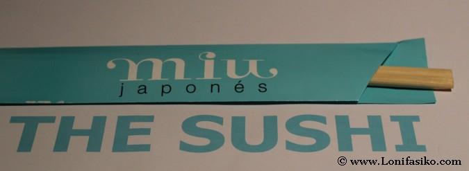 Palillos en restaurante Miu