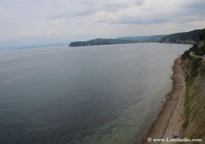 Franja costera y playa nudista en Piran