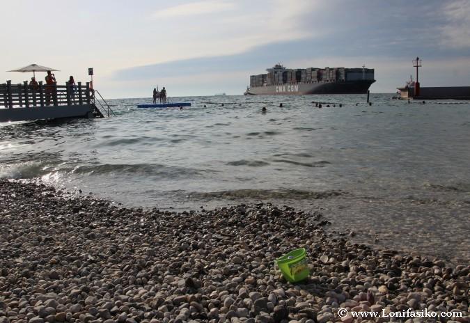 Playa urbana de Koper, en la costa de Eslovenia