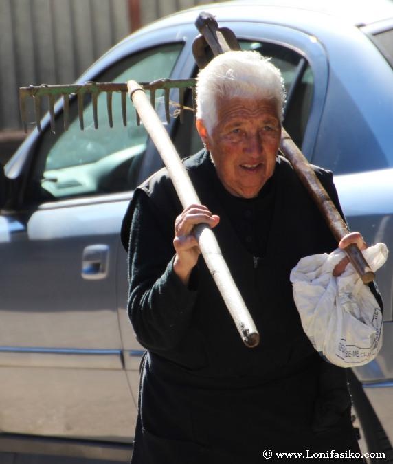 Gente de avanzada edad en entornos rurales