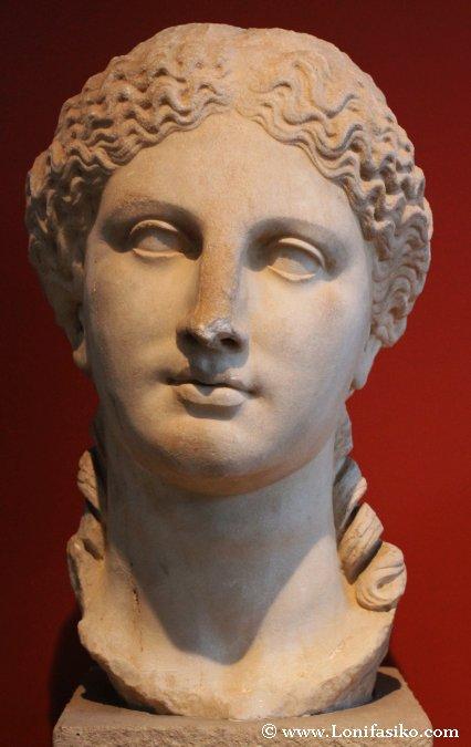 Estatuas en Museo de Arqueología de Salónica