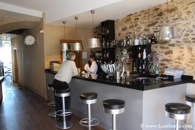 Diseño moderno de barra de bar