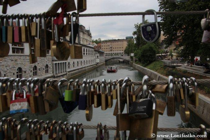 Candados de amor en puentes