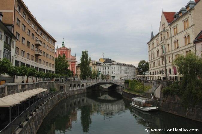 Paseo en barco por el río de Liubliana