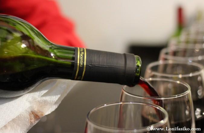 Cómo servir vino en una cata