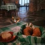 Vino blanco y queso del Alentejo