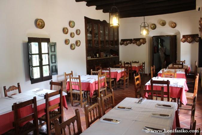 Decoración tradicional de comedor de restaurante