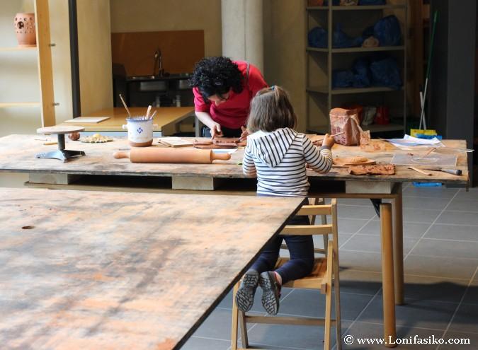 Taller de cerámica para niños y adultos