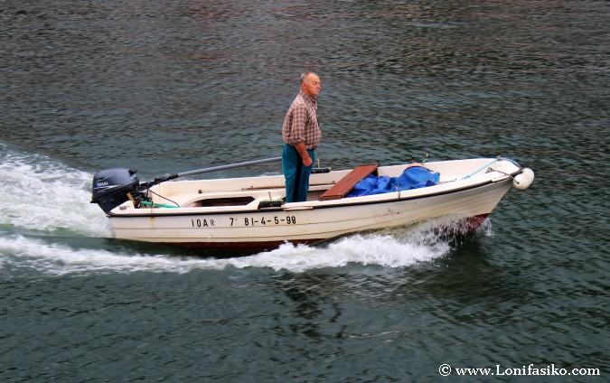 Txalupa o típico barco vasco