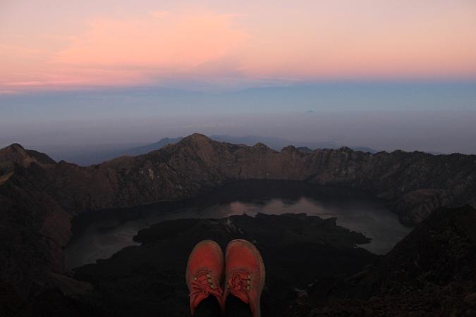 Escalar el volcán Rinjani en Indonesia