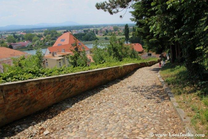 Castillo de Ptuj: Subida y acceso