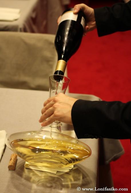 Cómo decantar un vino con decantador